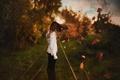 Картинка боке, волосы, девушка, ветер, осень, листья