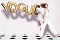 Картинка модель, фотосессия, сумочка, в белом, туфли, Карли Клосс, девушка, костюм, прическа, воздушные шарики, Karlie Kloss, ...