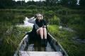 Картинка рубашка, прическа, короткая, девушка, ботинки, очки, река, модель, russian, лодка, пальто, Mike Shatikhin, блондинка, ножки, ...