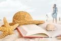 Картинка море, пляж, стиль, девушки, отдых, берег, шляпа, книга, ракушки, морская звезда, обои от lolita777, пляжный ...