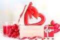 Картинка цветы, ягоды, подарок, красное, сердце, свеча, букет, тюльпаны, шкатулка, сердечко
