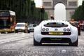 Картинка Super, paris, бугатти, france, Veyron, белый, арка, Bugatti, white, гиперкар, Sport, вейрон, задок, машины, город