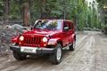 Картинка красный, Wrangler, Sahara, Ренглер, дорога, деревья, Jeep, Анлимитед, Unlimited, Джип, Сахара, передок, внедорожник