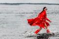 Картинка вода, модель, сапоги, брюнетка, очки, прическа, в красном, пальто, фотосессия, Vogue, Joan Smalls, Джоан Смоллс, ...