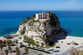 Картинка Tropea, пальмы, лестница, Италия, скала, море, дворец, горизонт, пейзаж