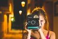Картинка фотоаппарат, девушка, глаз, снимает, камера, фотографирует