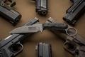 Картинка оружие, нож, пистолеты, фон
