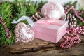 Картинка holiday, Рождеством, С Новым годом, snow, Happy New Year, Merry Christmas, сердце, зима, коробка, подарок, ...