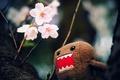 Картинка цветы, макро, wallpapers, игрушка, Домо-кун, обои, дерево, персонаж, фото, ветки, Domo-kun, картинки
