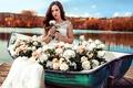 Картинка цветы, озеро, лодка, девушка, природа, розы, платье