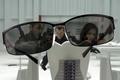 Картинка Обитель зла, resident evi, отражение, очки, комната