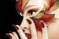 Картинка стиль, взгляд, перья, маникюр, рука, лицо, макияж, девушка