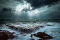 Картинка потоки, тучи, лучи, свет, природа, выдержка, море, волны, вода, океан, небо, скалы, камни