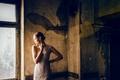 Картинка девушка, окно, тень