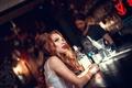 Картинка макияж, бутылка, Helen Molchanova, девушка, стойка, бар