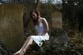 Картинка девушка, арт, надгробная плита, слеза, горе, кладбище