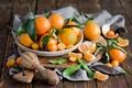 Картинка зима, листья, тарелка, доска, фрукты, натюрморт, оранжевые, цитрусы, дольки, кожура, мандарины, Anna Verdina, кумкват