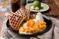 Картинка сливки, манго, десерт, вафли