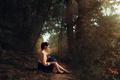 Картинка лес, девушка, туфельки, деревья, пейзаж, река, green, милая, юбка, шляпа, брюнетка, прическа, дорожка, блузка, light, ...