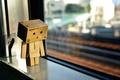 Картинка свет, отражение, коробка, игрушка, окно, light, картон, danbo, box, toy, боке, bokeh, window, 2560x1600, reflection, ...