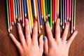 Картинка радуга, краски, girl, colors, девушка, hands, pencils, руки, nails, красочный, подросток, teenager, карандаши, colorful, rainbow, ...
